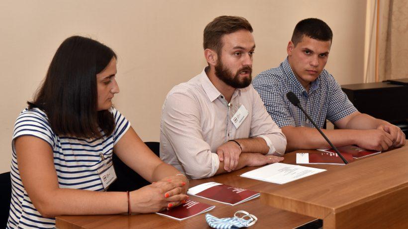 Jovan Vlaović (u sredini), predsjednik podružnice Podunavlje i izvršni direktor SDF-a